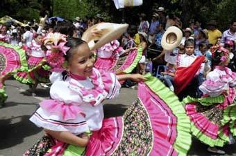 FESTIVAL FOLCLÓRICO Y REINADO NACIONAL DEL BAMBUCO
